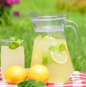 Meduňková limonáda