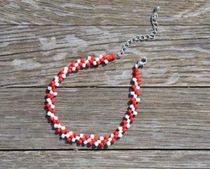 Červeno-bílý korálkový náramek (korálkové náramky)