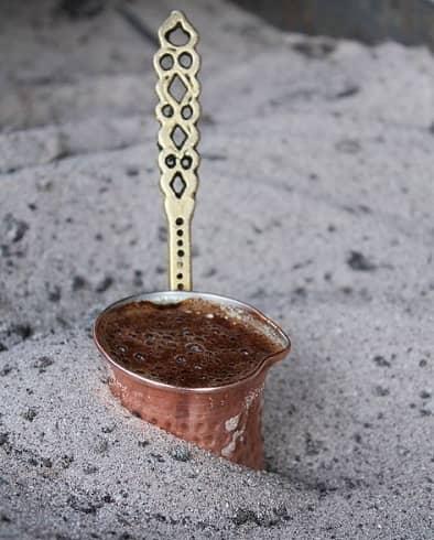Příprava turecké kávy (turecká káva)